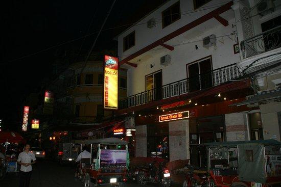 Sundance Inn & Saloon: außen aussicht