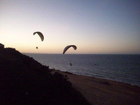 Praia de Canoa Quebrada : Para-pentes ao entardecer