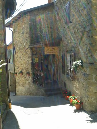Ponteccio, Itália: borgo antico