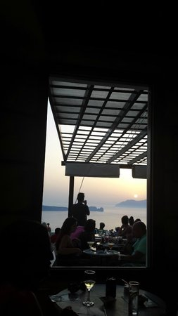 Utopia Cafe : Indoors view of the sunset