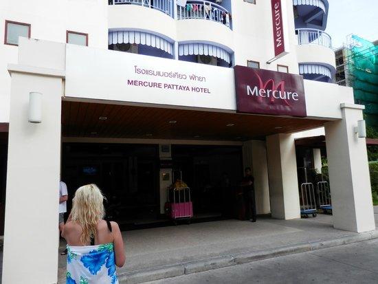 Mercure Pattaya Hotel : ホテル玄関