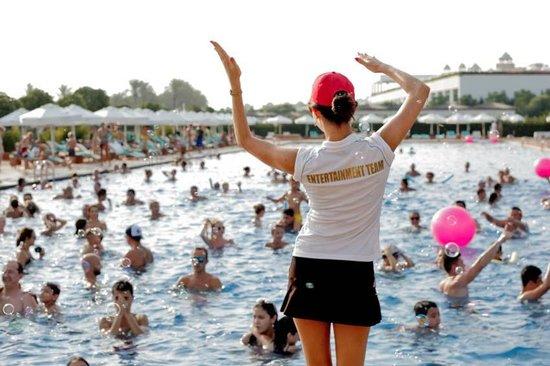 Maxx Royal Belek Golf Resort: Party im Pool