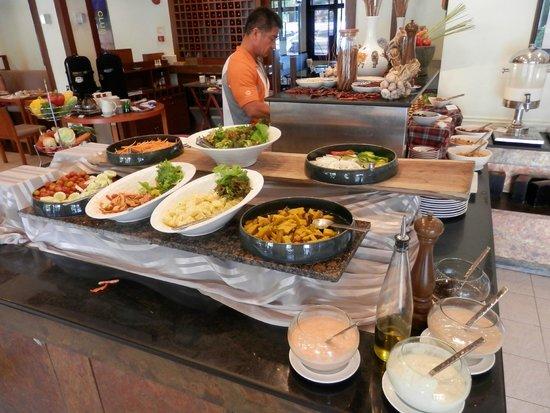 Mercure Pattaya Hotel : ブッフェのお料理の種類はそこそこです。