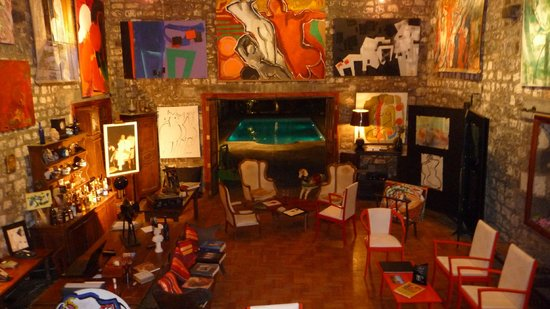Le Cafe des Arts: salon réception et piscine