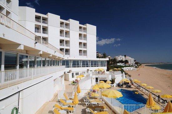 Holiday Inn Algarve - Armacao de Pera: Hotel Exterior