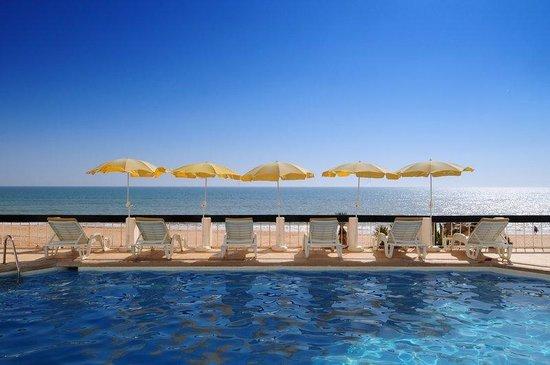 Holiday Inn Algarve - Armacao de Pera: Swimming Pool