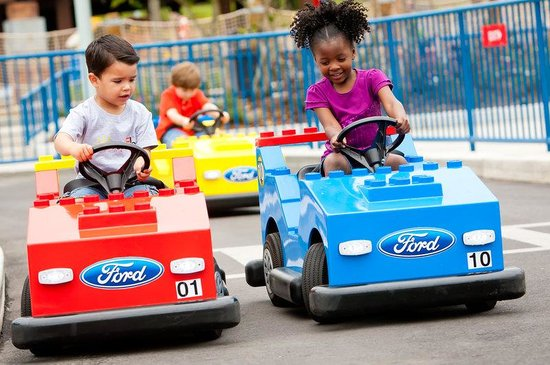 Holiday Inn Express Lake Wales N - Winter Haven: Kids can drive at Legoland!