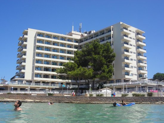 Intertur Hotel Hawaii Ibiza: Hotel from the beach