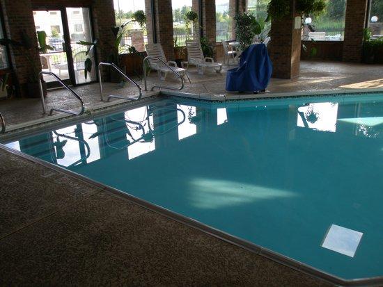 Baymont Inn & Suites Louisville South I 65: Pool