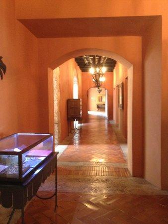 Hostal Nicolas de Ovando Santo Domingo - MGallery Collection: les couloirs