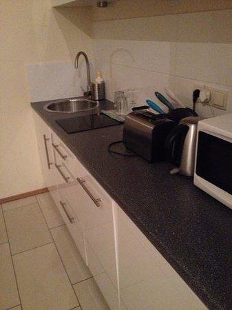 Venetian House Aparthotel: kitchen