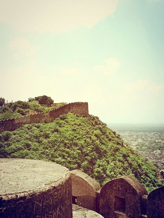 Nahargarh Fort: The fort boundary