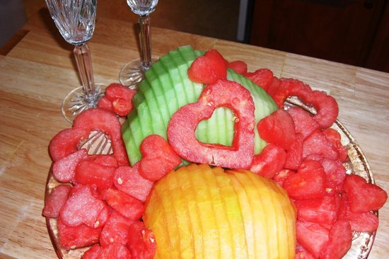 The Seafarer Inn: Fruit plate for a wedding day