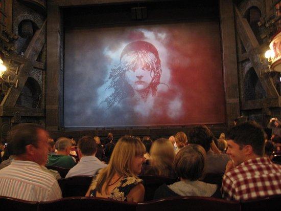 Les Miserables London : 前から13番目のど真ん中席から
