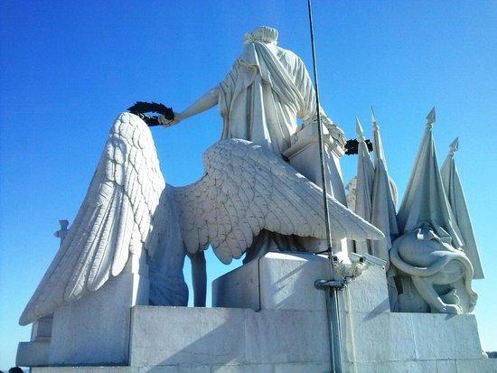 Arco Triunfal da Rua Augusta: Conjunto escultórico de la terraza