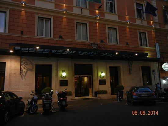 Hotel Diana Roof Garden: Exterior of Hotel