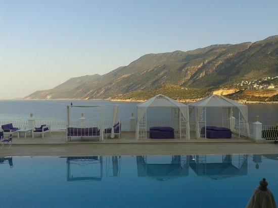 Lukka Exclusive Hotel: La piscina di acqua salata