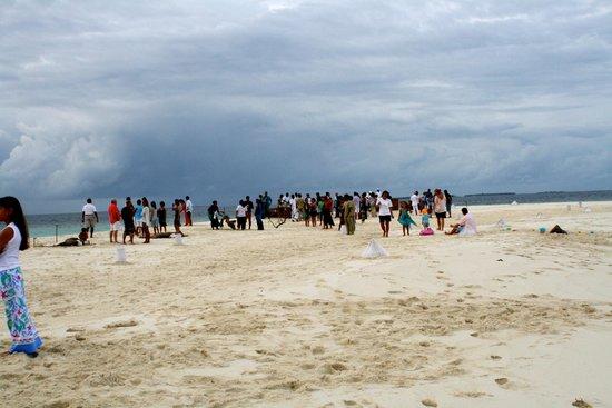 Soneva Fushi Resort: Party on the sandbank