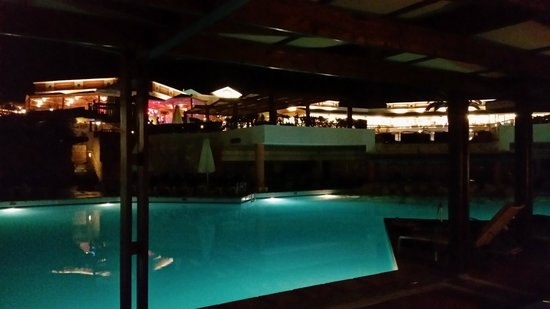 Aldemar Knossos Royal : The pool by night