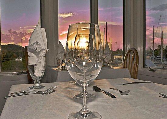 Tamarind Reef Resort, Spa & Marina : Fine dining at The Galleon