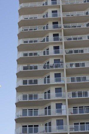 Grandview East & West Condominiums : Exterior