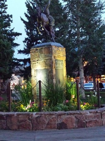 Town Square: Monument at night