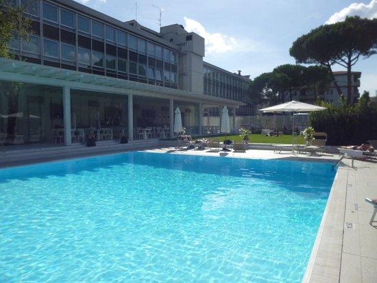 Italiana Hotels Florence: La piscine