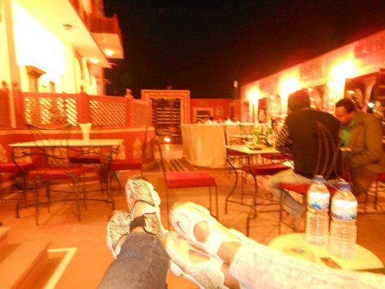 Hotel Harasar Haveli: Terraza/ restaurante