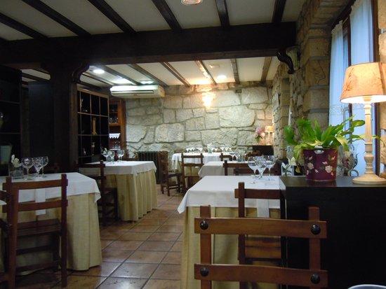 Hotel La Casa de Juansabeli: sala da pranzo arenas de cabrales