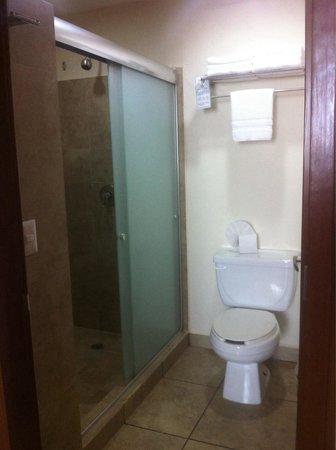 Ixchel Beach Hotel : Bathroom 2505
