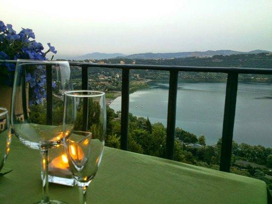 terrazza con vista sul lago - Picture of Antico Ristorante ...