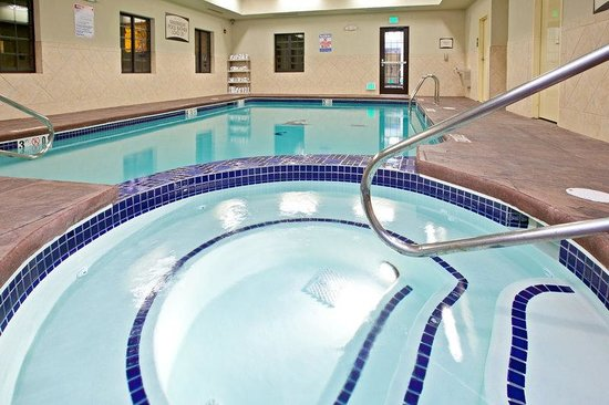 Staybridge Suites South Bend - University Area: Whirlpool