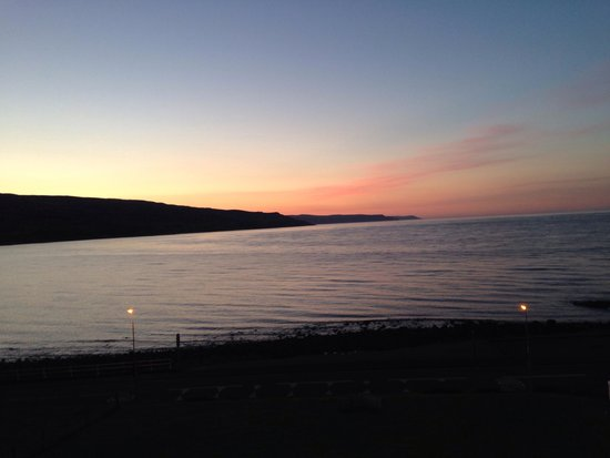Ballygally Holiday Apartments : Lovely sunset view from our apartment