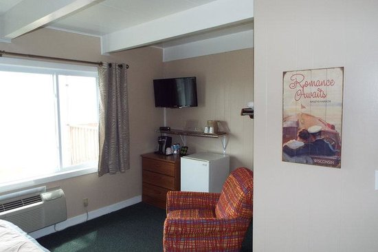 Beachfront Inn : Room 105 TV
