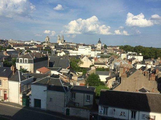 Mercure Orléans Centre : Het uitzicht richting het cenrtum