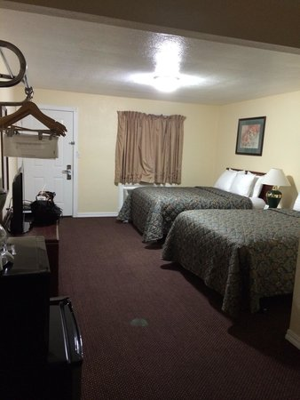 Rodeway Inn Medford: Large room