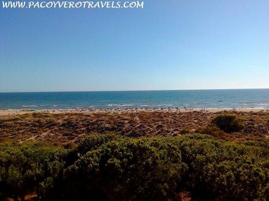 Barcelo Punta Umbria Mar: Vistas a la playa de Punta Umbría desde nuestra habitacion
