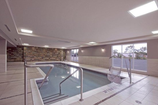 Holiday Inn Express Hotel & Suites Chatham South: Swimming Pool