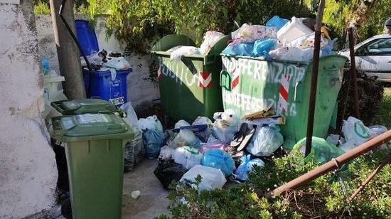 Area conferimento rifiuti foto di villaggio camping for Conferimento rifiuti