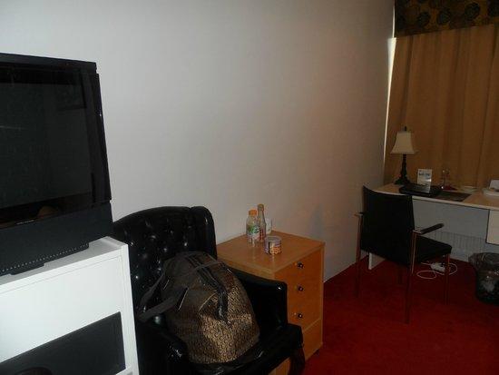 Hotel Keflavik: TV area
