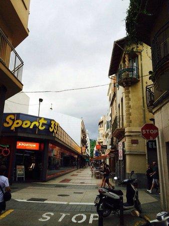 Hotel Neptuno & Apartments : Улица на которой отель