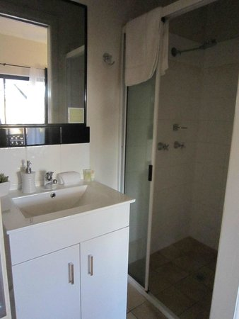 Gratitudes Boutique Suites : Bathroom
