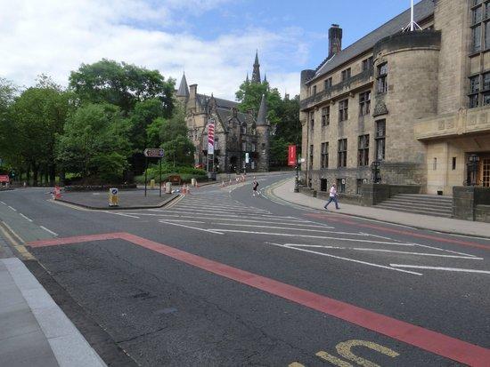 Glasgow West End: Visão rua de acesso à universidadede Glasgow