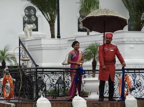 Taj Lake Palace Udaipur: l'accueil en bateau