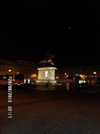 Praca da Figueira: Praça da Figueira di notte