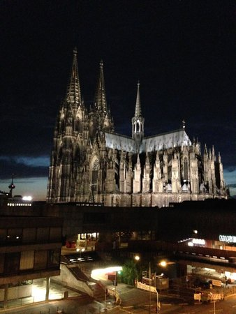 Hotel Mondial am Dom Cologne MGallery by Sofitel: Night view of cathedral from room