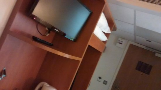 Premier Inn London Blackfriars (Fleet Street) Hotel : TV in the room