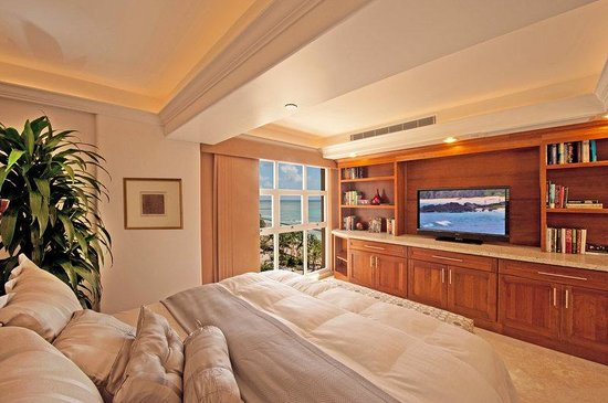 Aston Waikiki Beachside Hotel: Royal Kai Lani Suite Master Bedroom