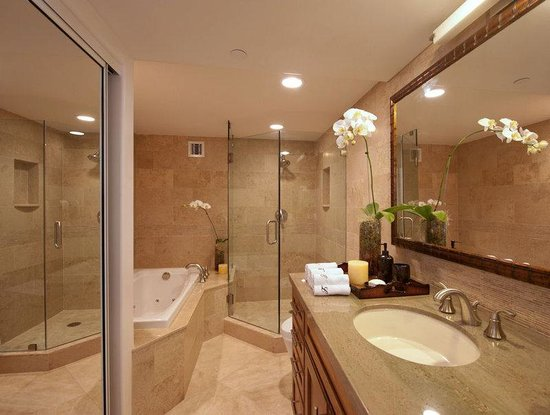Aston Waikiki Beachside Hotel: Royal Kai Lani Suite Bathroom