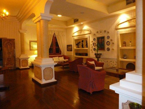 """Paradisus Rio de Oro Resort & Spa: A la carte Restaurant """"El Mediterraneo"""" - Foyer"""